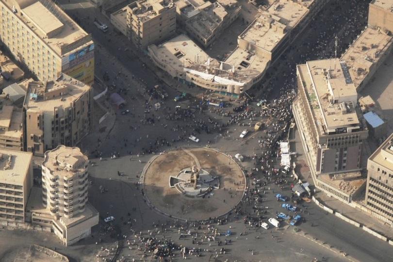 بالصور.. رفع الكتل الكونكريتية من ساحة الخلاني وسط بغداد