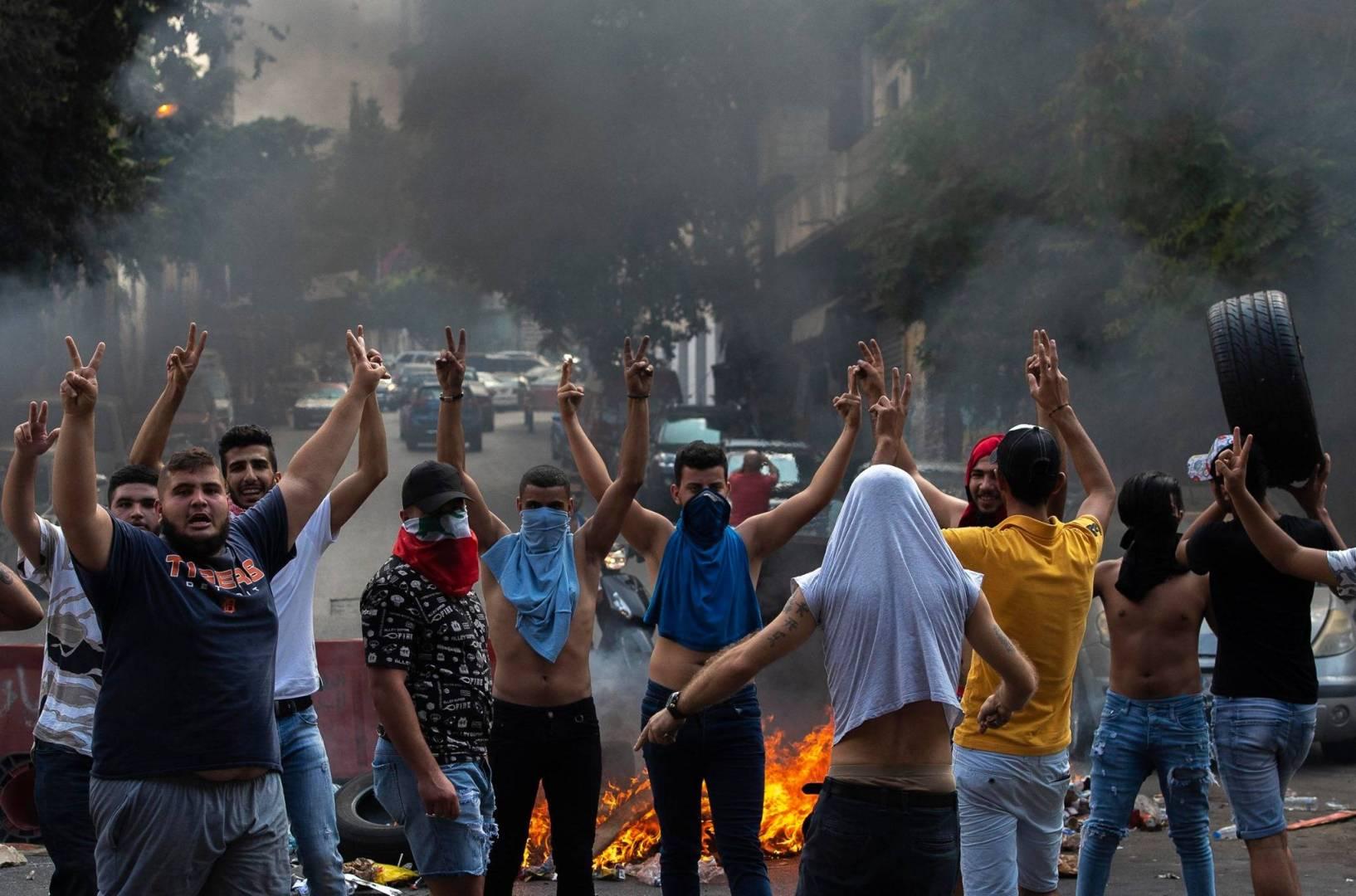 بيروت.. ارتفاع مصابي المواجهات بين المحتجين والأمن إلى 90