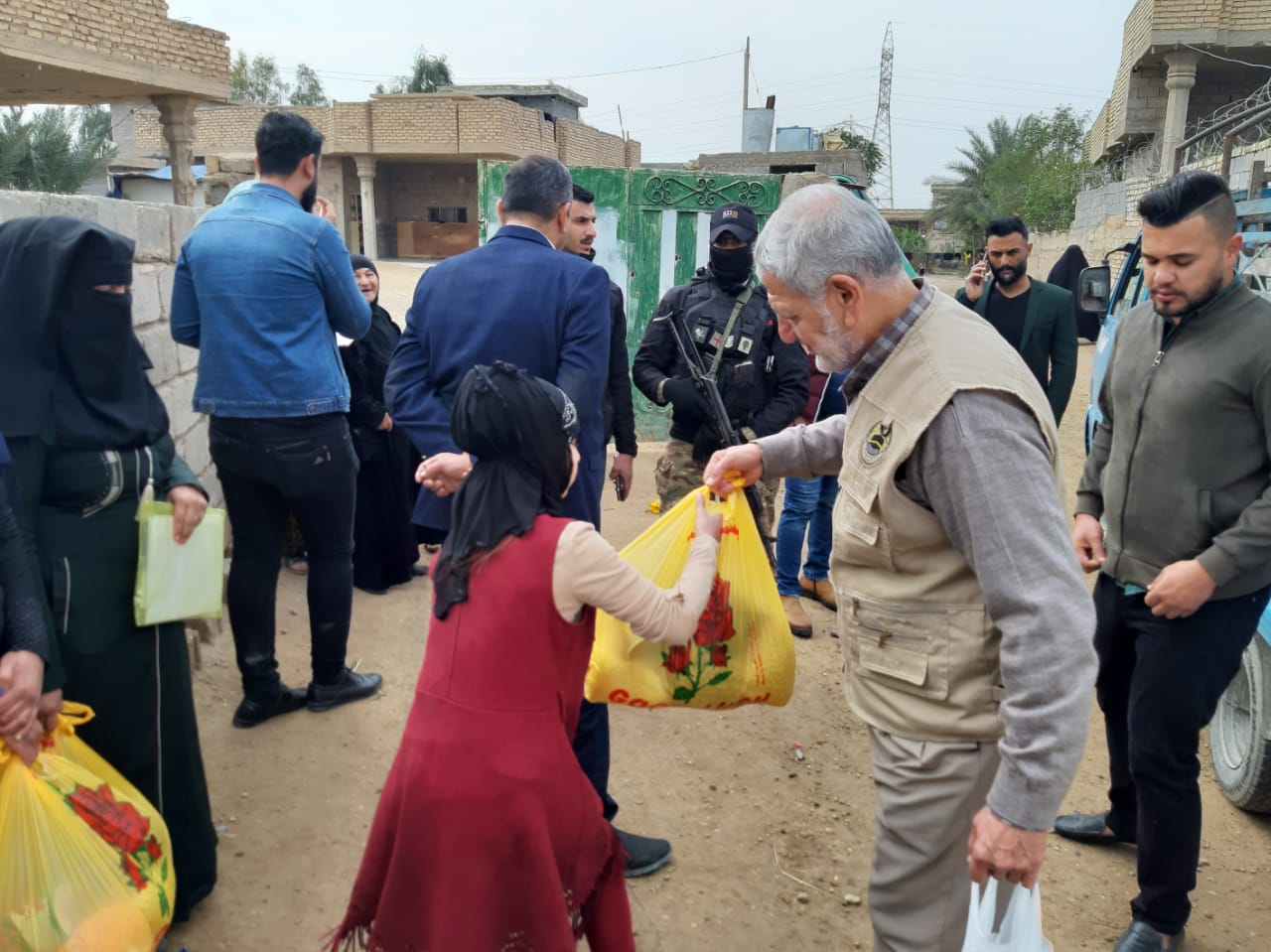 الانبار… توزيع مساعدات على عوائل المفقودين بالصقلاوية