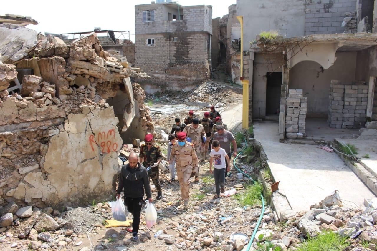 عمليات نينوى توزع 250 سلة غذائية على العوائل المتعففة في الموصل