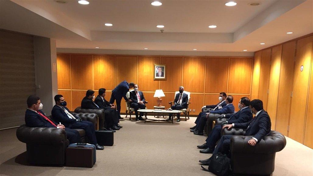 وصول وفد وزاري عراقي الى بيروت لدعم الحكومة اللبنانية