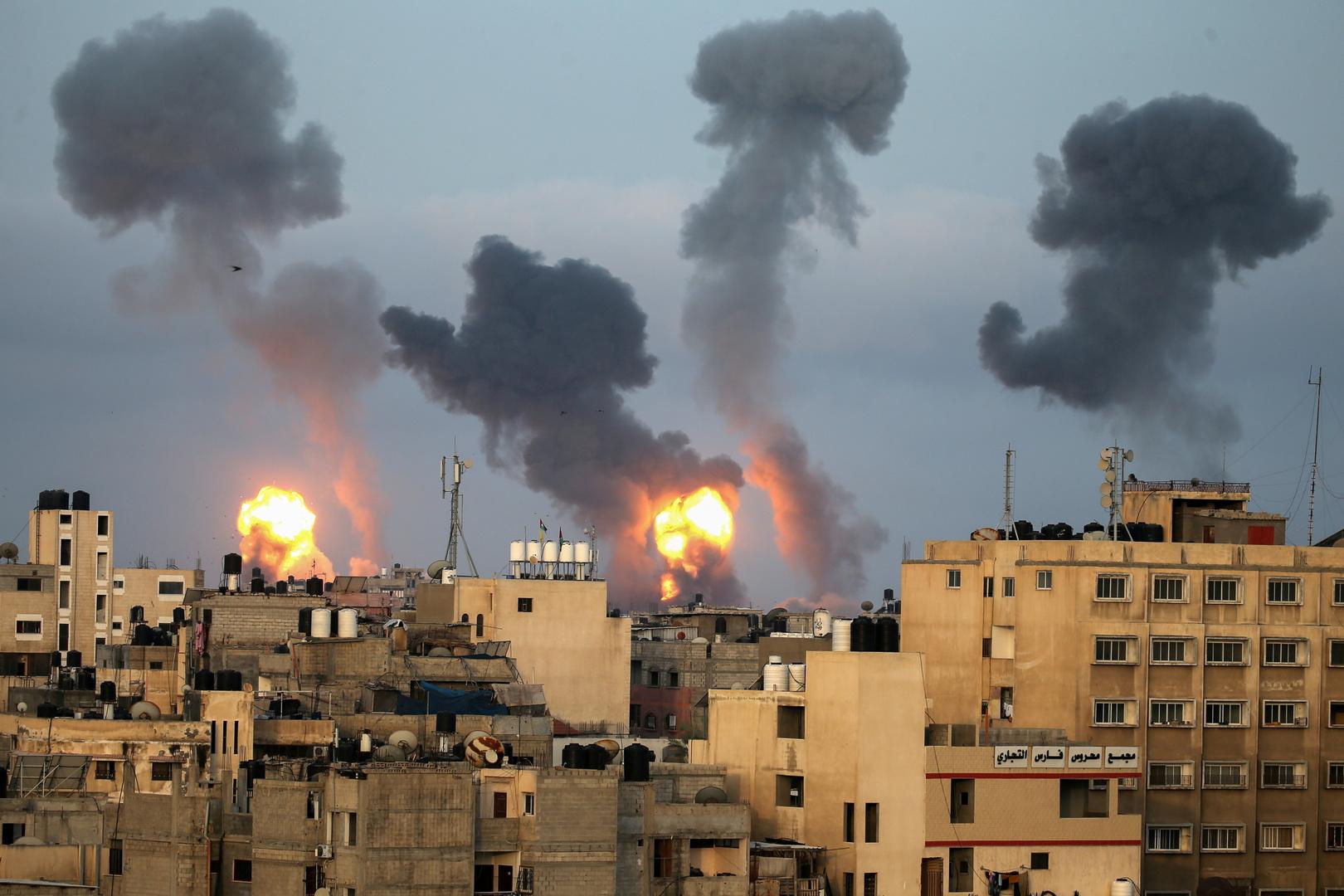 """إسرائيل تدمر برج """"الجلاء"""" في غزة"""