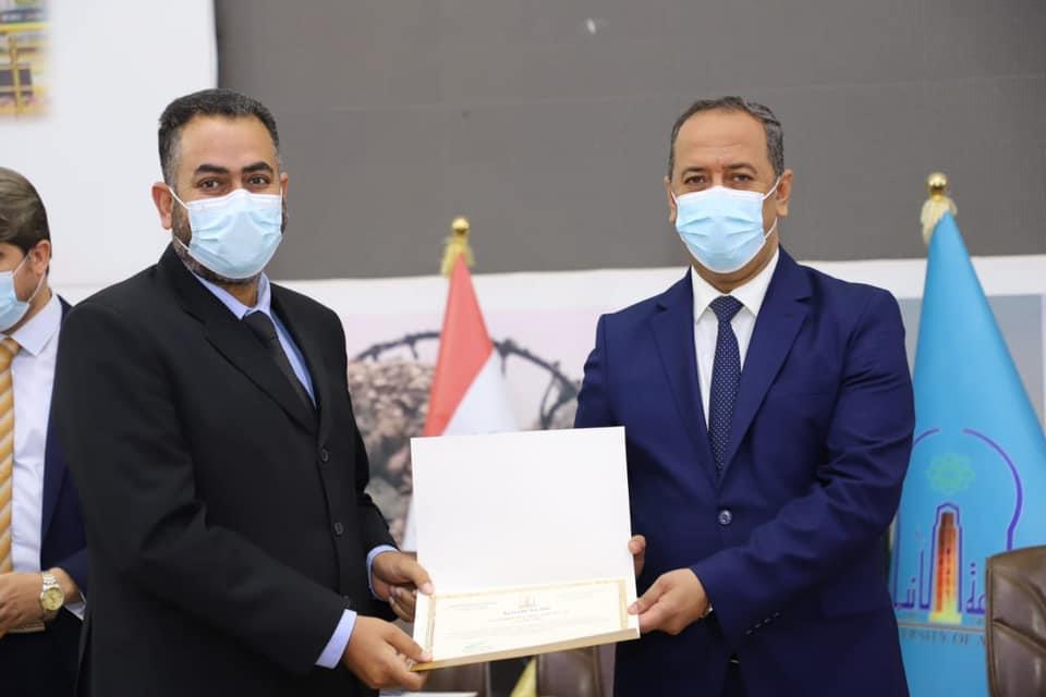 رئيس الجامعة يُكرم الطلبة الحاصلين على الشهادات العليا خارج العراق